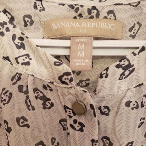 Banana Republic Tops - Banana Republic sleeveless blouse black and white